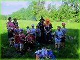 společná fotografie dětí s čarodějnicemi