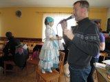 Představení masek na dětském maškarním karnevalu - princezna