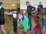 děti hrají hry