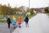 děti jdou na hallowenn