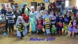společná fotografie dětí na maškarním karnevale