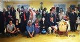 společná fotografie účastníků maškarního pro dospělé