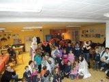 společná fotografie dětí s Mikulášem, anděly a čerty