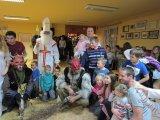 společná fotografie dětí s Mikulášem, andělem a čerty