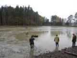 výlov rybníka ve Hvozdci